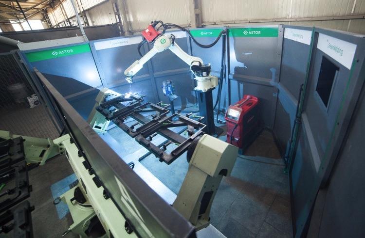 Cela spawalnicza ASTOR Green Welding i robot Kawasaki RA006L