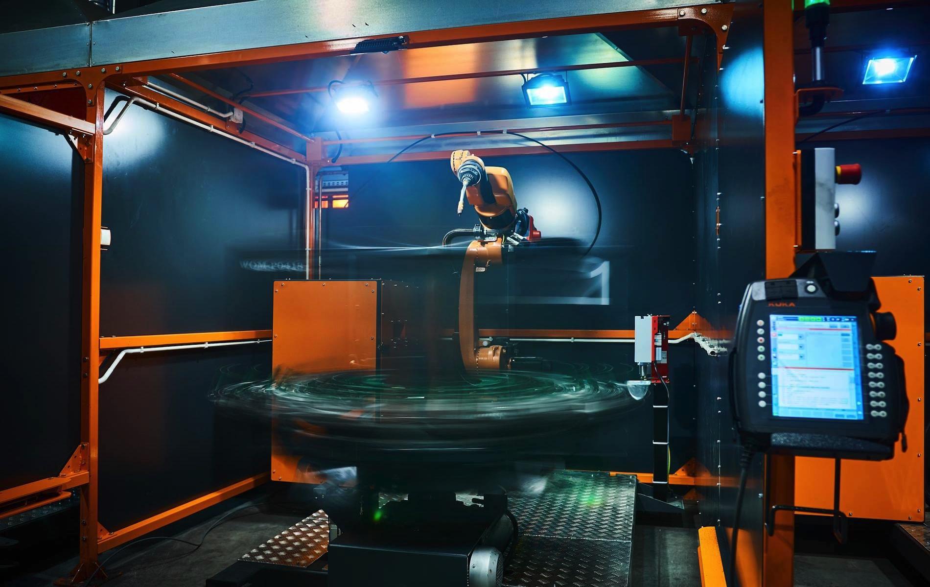 KUKA roboty w Wytwórni Okuć Meblowych